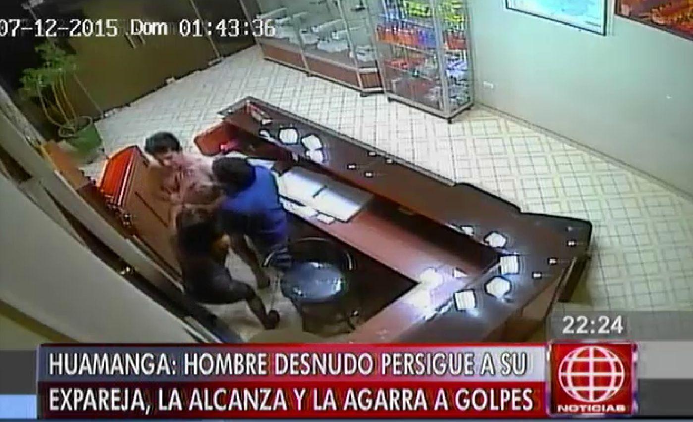 Cámara de seguridad registró cómo un sujeto desnudo