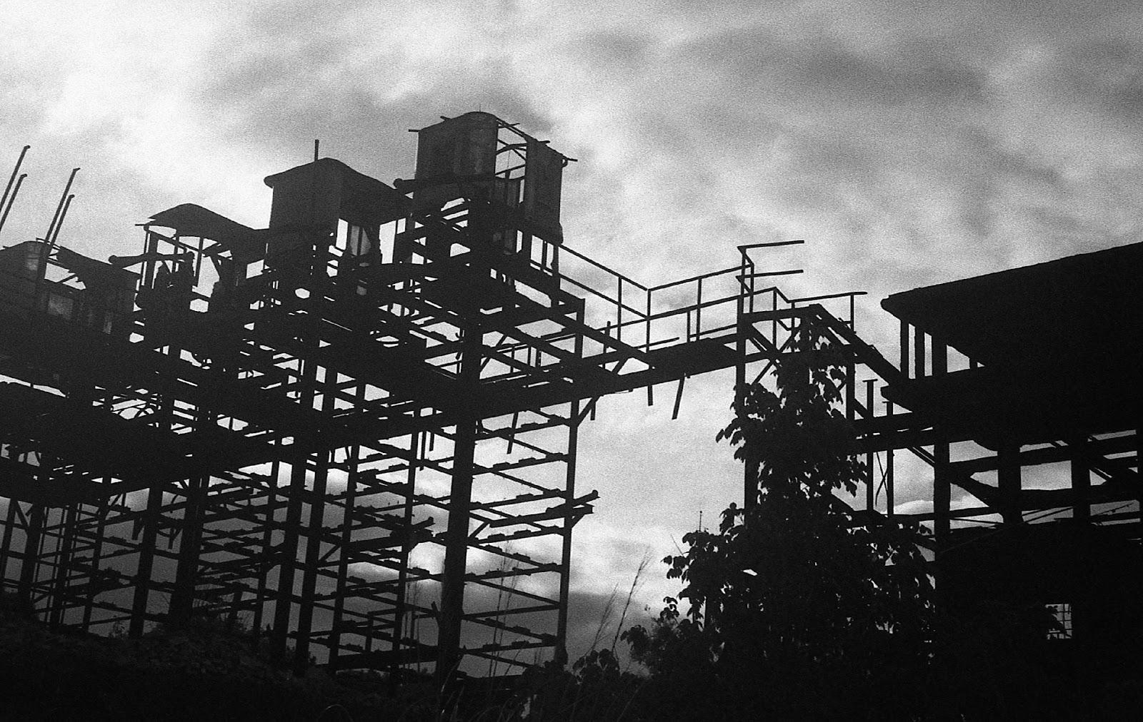 """Fotografía por dh.wtj. Ruinas de Meteor de la serie """"Zárate Sulfúrico"""""""