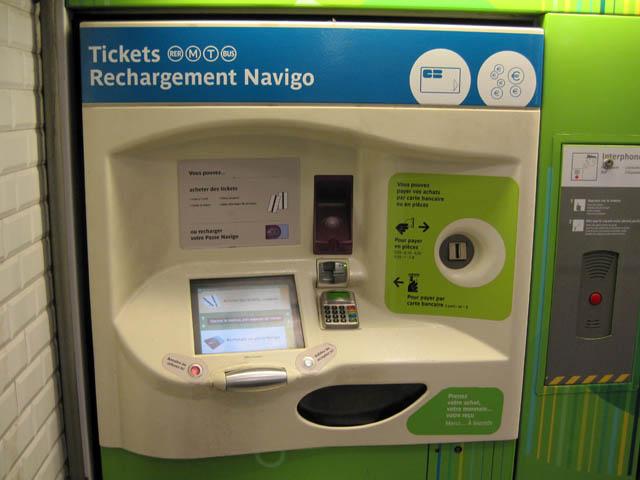 地下鉄乗車券販売機@パリ、フランス