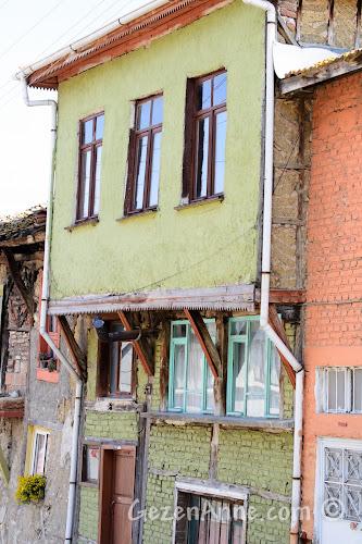 Gölyazı'da eski ve yeni evler