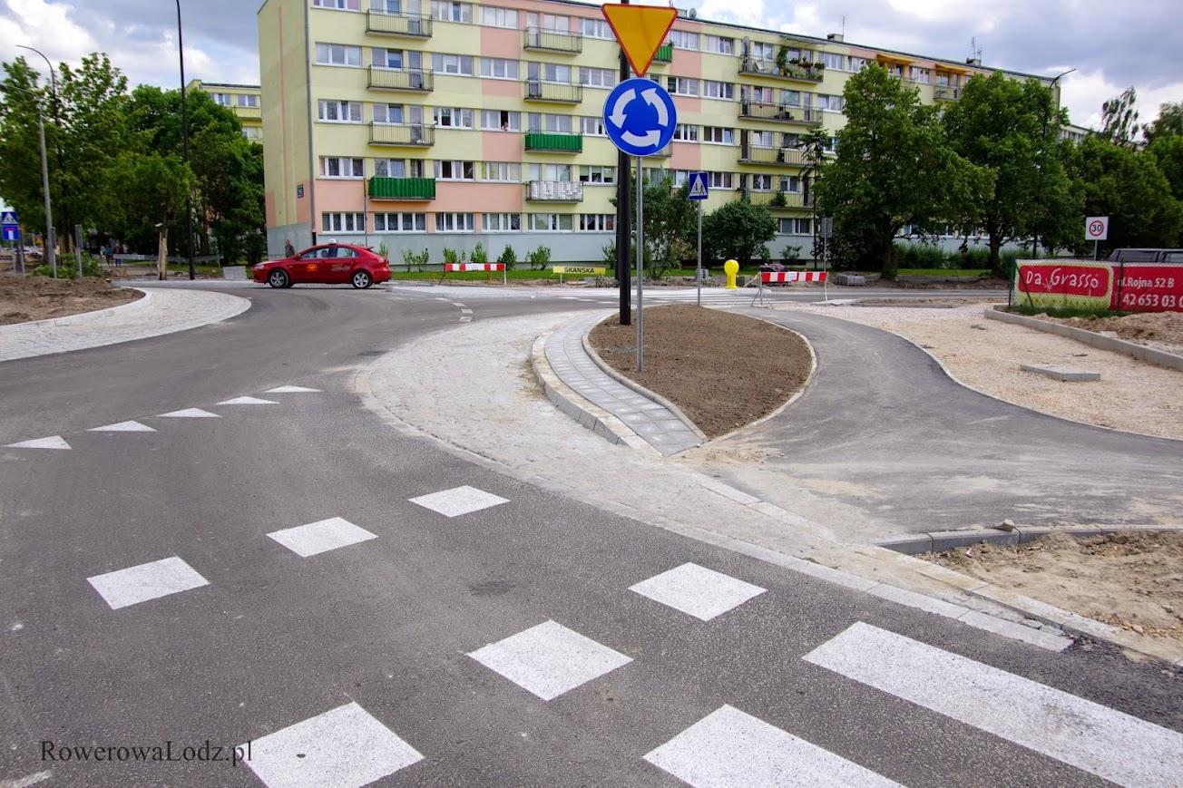 A wiecie, że takie usytuowanie znaków powoduje, że nie dotyczy ono rowerzystów? Oby zostało to naprawione.