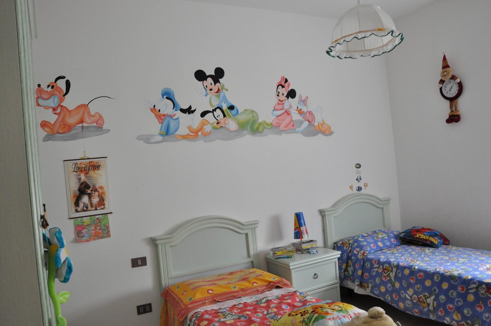 Disegni su muro camera fa93 regardsdefemmes - Muri camerette bambini ...