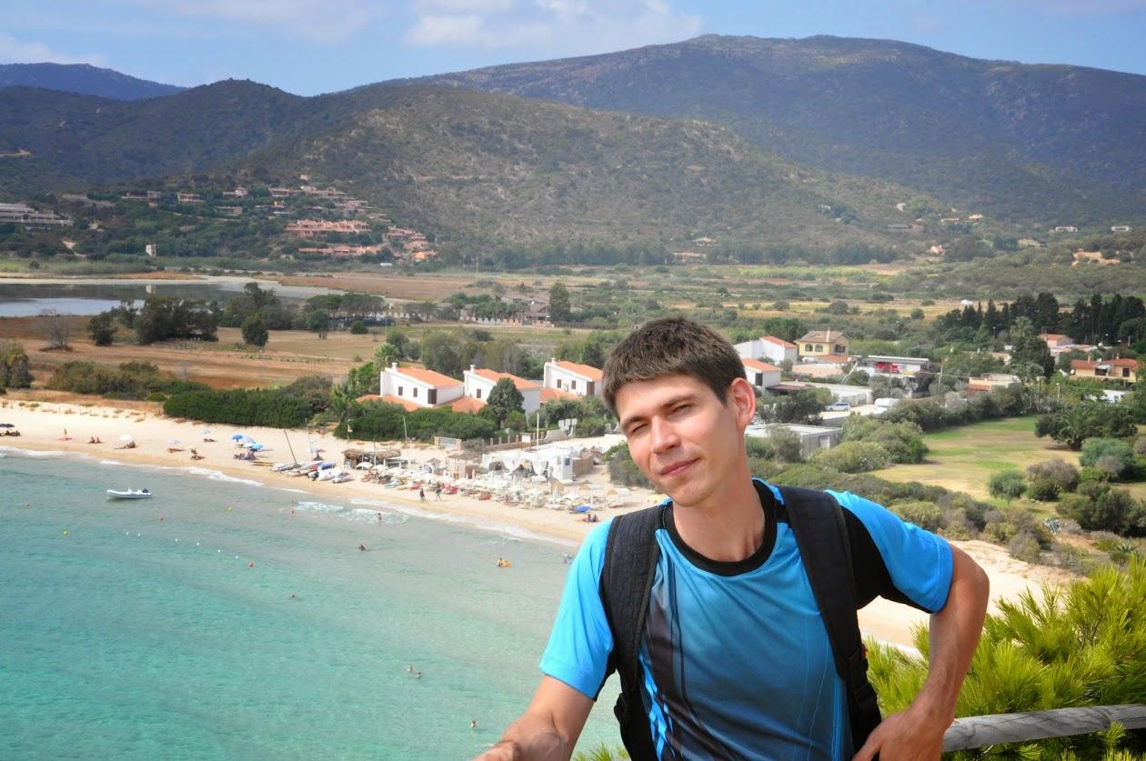 Я на фоне долины и пляжа