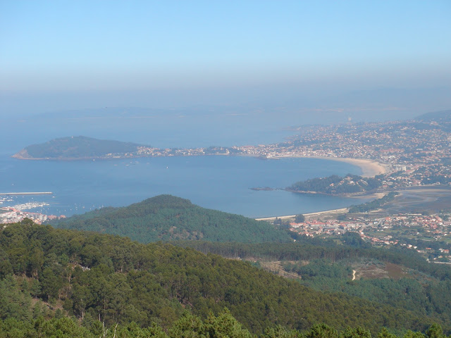 Galicia, Spain: from blue flags to green pastures. Val Miñor seen from O Cortelliño. El Val Miñor desde el Cortelliño.