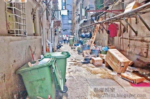 社區隱憂<br>重慶大廈後巷滿布垃圾,不少未有密封包好,致臭氣熏天。