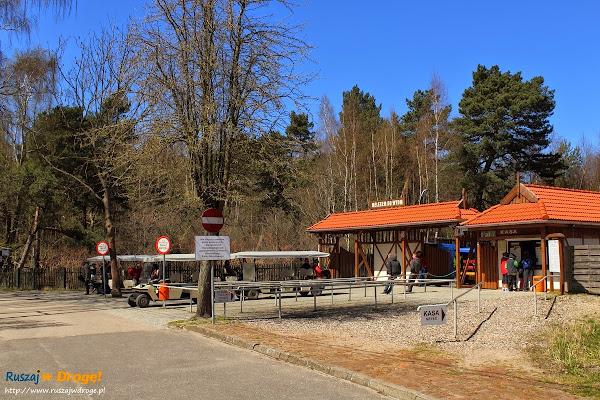 przystanek meleksów przed wjazdem do Słowińskiego Parku Narodowego w Łebie