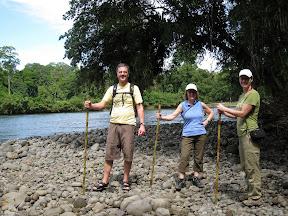 Bien équipé avec nos véritables batons de marche en bambou!