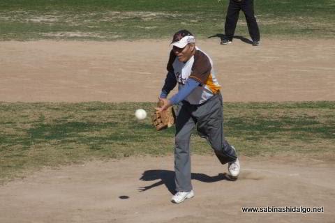 Salvador Caballero de Hipertensos en el softbol de veteranos