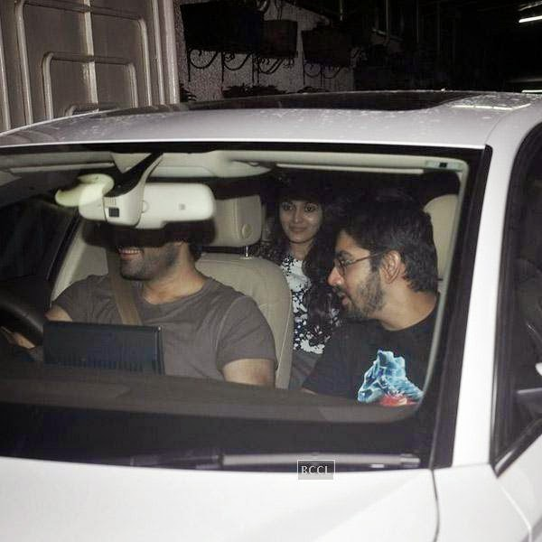 Alia Bhatt snapped at Super Sunny Sound, in Mumbai, on July 30, 2014. (Pic: Viral Bhayani)