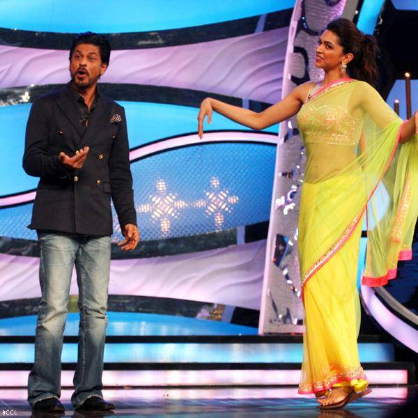 Shah Rukh Khan and Deepika Padukone at the promotion of the movie Chennai Express, on the sets of dance reality show DID Super Moms, in Mumbai, on July 3, 2013. (Pic: Viral Bhayani)