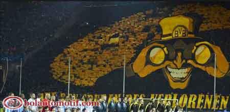 banner fans suporter sepak bola Borussia Dortmund