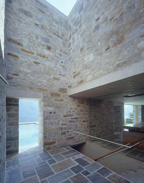 13 Самые красивые дома мира | Фото интерьера каменного дома в Швейцарии