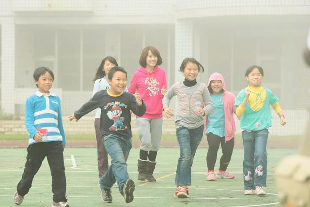 古坑草嶺國小 – 公視「我用相機看世界」孩童們與李康宜的率真互動