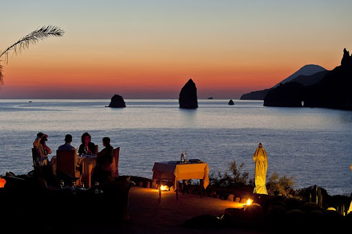 Сказочные острова Бога ветров (Липарские острова) раскинулись в Тирренском море