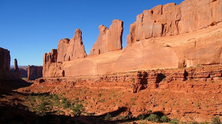 Sheer Rock Face Monument Valley wallpaper