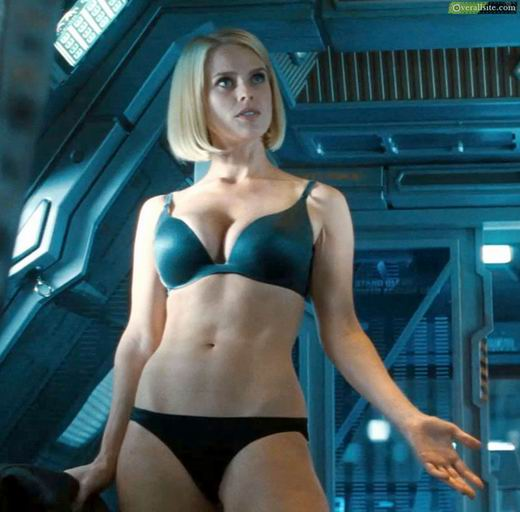 英國爆乳G奶女星艾莉絲伊芙Alice Eve 裸進《闇黑無界:星際爭霸戰》 個人資料 三圍