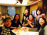 星期六 5 pm,梁香蘭、潘錦明、鍾希潔、周美亮、陳佩明、劉錦,圍桌坐者先來雀戰