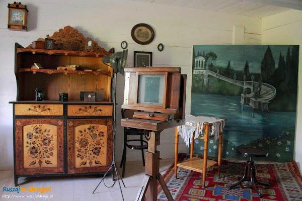 chata fotografa w muzeum wsi kieleckiej w Tokarni