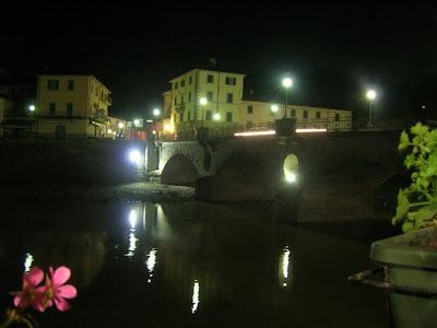Veduta notturna dalla Vecchia Osteria del Borgo
