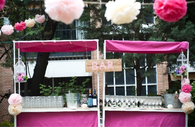 Barra de bebidas rosa para bautizo
