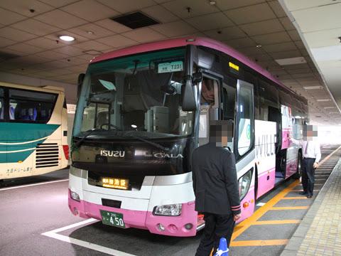 ウィラーエクスプレス東海(大阪)「ニュープレミアム」 ・450 池袋サンシャインシティ到着
