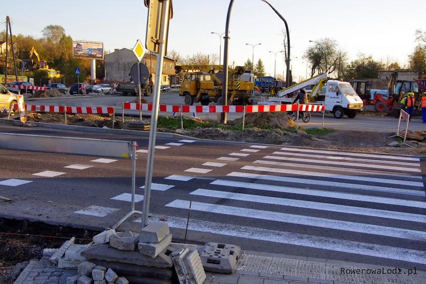Priorytety wykonawcy od zleceniodawcy? Wykończyć wszystko dla kierowców - pieszymi i rowerzystami zajmiecie się później.