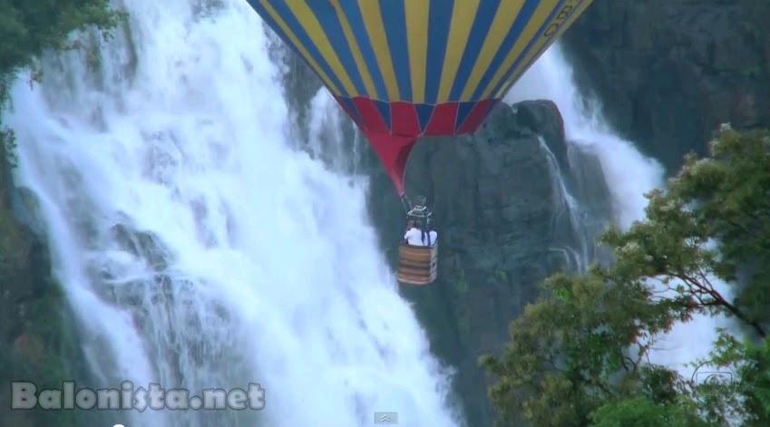 Globo Repórter faz imagens incríveis das Cataratas do Iguaçu A bordo de um balão, equipe do programa tem visão privilegiada do Parque Nacional do Iguaçu, tanto do lado brasileiro quanto do lado argentino.