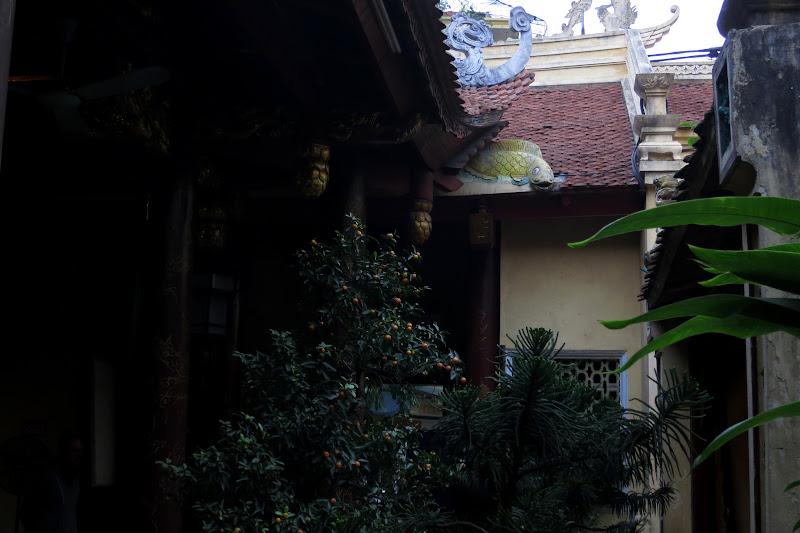 Bach Ma temple courtyard