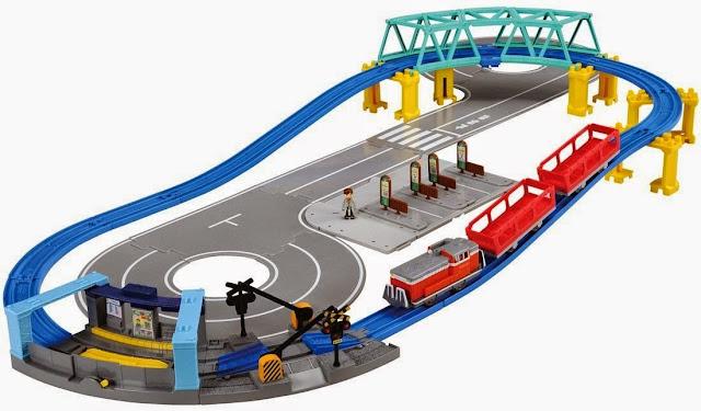 Đồ chơi Tàu hỏa Plarail kết hợp với đường bộ Tomica