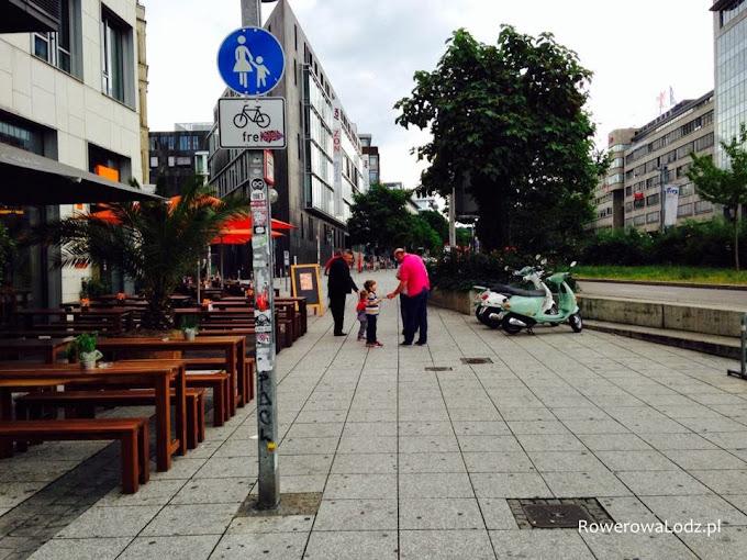 Przestrzeń dla pieszych - nie dotyczy rowerów.
