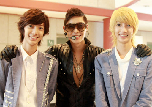 Kim Hyun Joong poses with doppelganger twins Youngmin and Kwangmin
