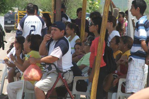 Aficionados en el softbol del Club Sertoma