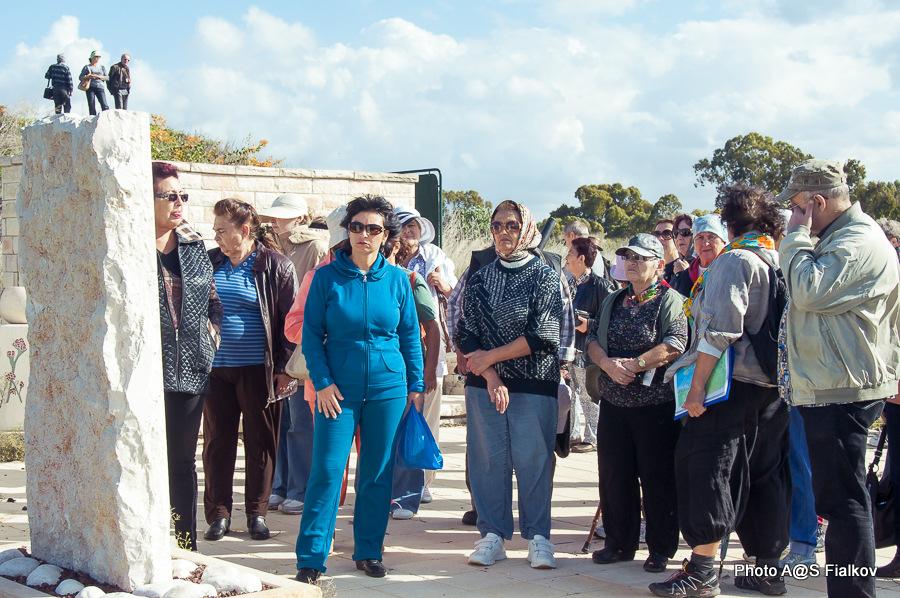 Мемориал в честь погибших в войне Израиля за Независимость. Хативат Александони. Экскурсия в Израиле. Гид в Израиле Светлана Фиалкова.