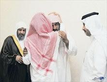 سعودي يزور قاتل ابنه بالسجن