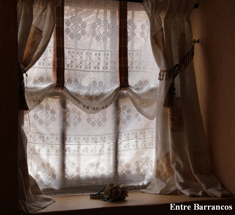 Entre barrancos manualidades m s detalles de la cortina for Cortinas de gancho para cocina