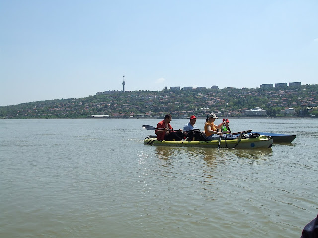 Inapoi pe  Dunare, Vis-a-vis se vede orasul bulgaresc Tutrakan (Turtucaia)