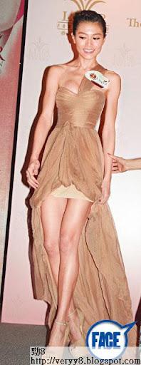 受感情困擾,最近 Chrissie暴瘦。上週六( 19日)出席香港基金慈善晚會時,以一襲迫爆晚裝示人,雖則上圍穀到好偉大,但手腳同面已瘦到見骨,慘變人乾。