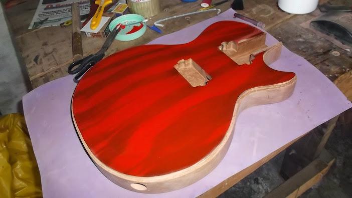 Construção inspirada Les Paul Custom, meu 1º projeto com braço colado (finalizado e com áudio) - Página 4 DSCF1422