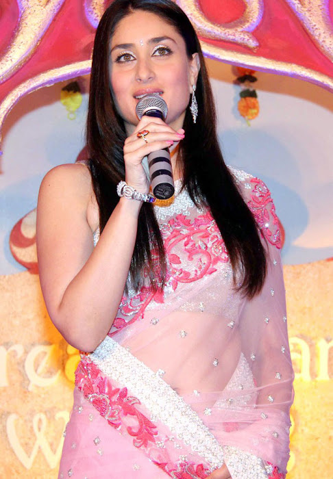 kareena kapoor launches the great wedding carnival