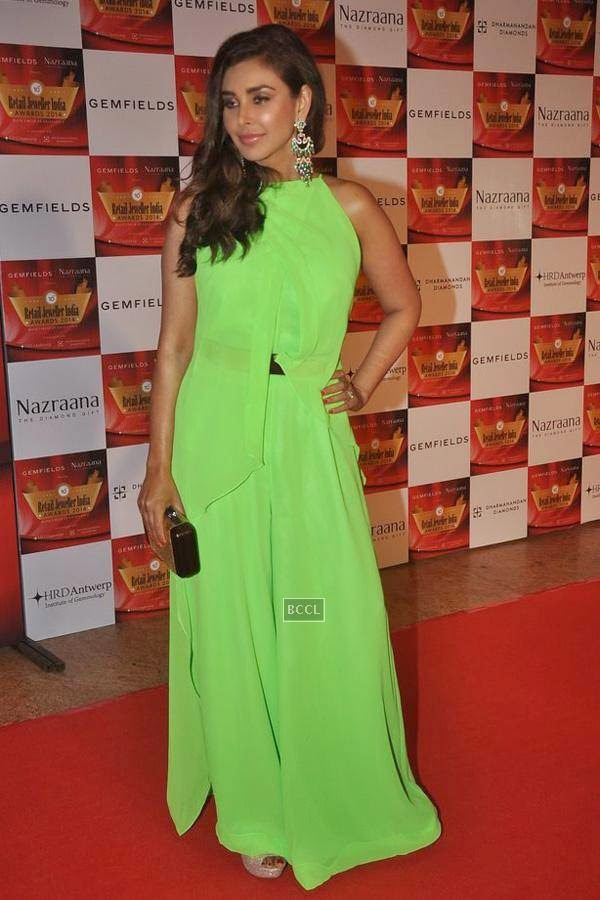 Lisa Ray during the 10th Annual Gemfields and Nazraana Retail Jeweller India Awards, 2014, in Mumbai, on July 19, 2014. (Pic: Viral Bhayani)