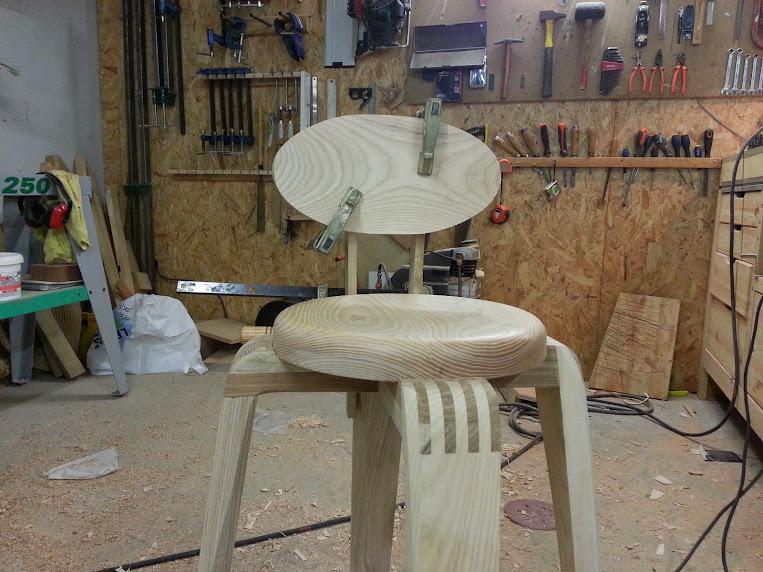 Chaise design pour petit garçon 20140314_105152