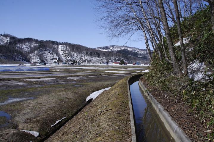 写真:栄養たっぷり山の雪解け水