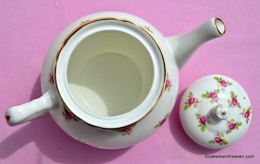 Vintage pink roses pattern 4 cup teapot