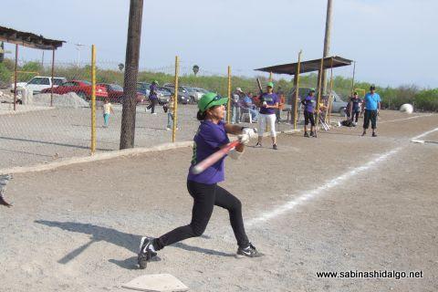 Rosaura Arredondo de Rebeldes en el softbol femenil del Club Sertoma