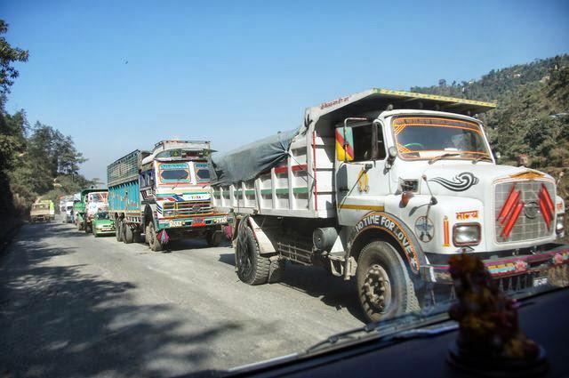 達人帶路-環遊世界-尼泊爾PoonHill健行-卡車塞車