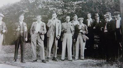 Little Shelford pub (?) outing (Chum Daniels, George Townsend (landlord) Sam Marsh, Mr Boast, Frank Townsend