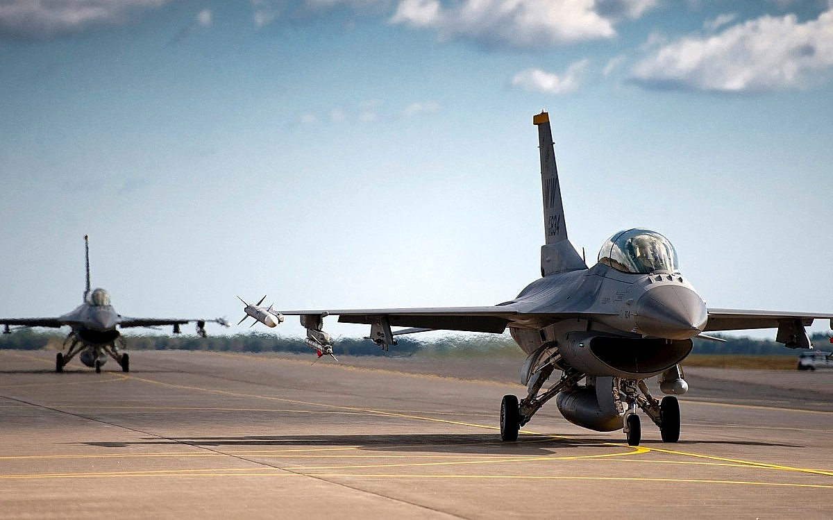 F-16 Fighting Falcon Jet Fighter Wallpaper 2