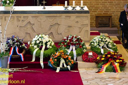 herdenkingsdienst  en een stille tocht naar het Engelse kerkhof 12-10-2014 (14).jpg