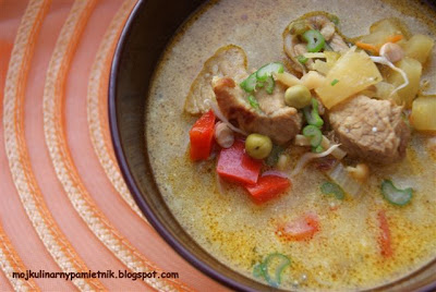 Pikantna ananasowa zupa gulaszowa