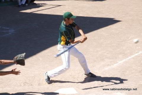 Esteban Treviño de Amigos en el softbol dominical